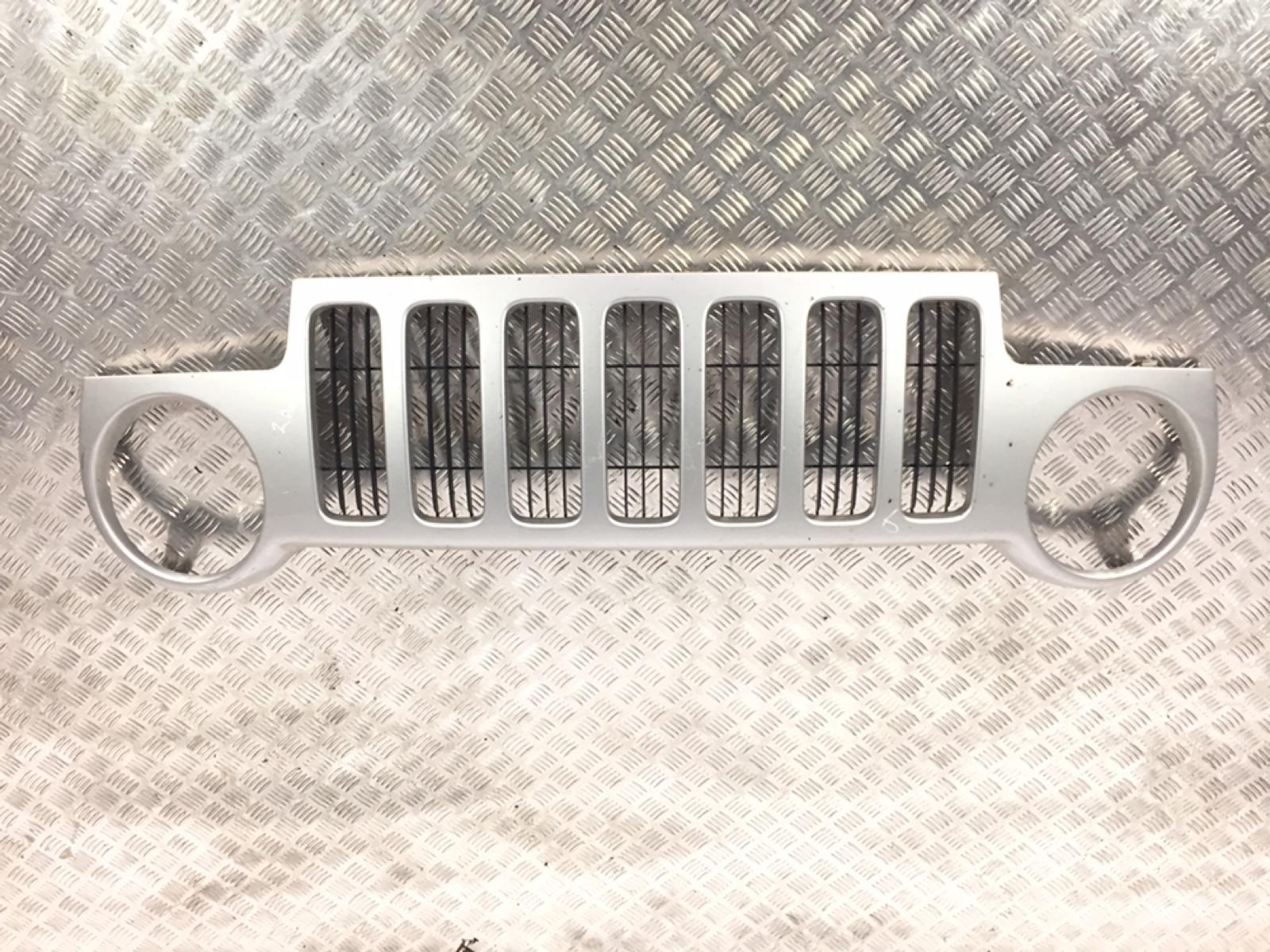 Решетка радиатора Jeep Cherokee KJ 2.4 I 2002 (б/у)