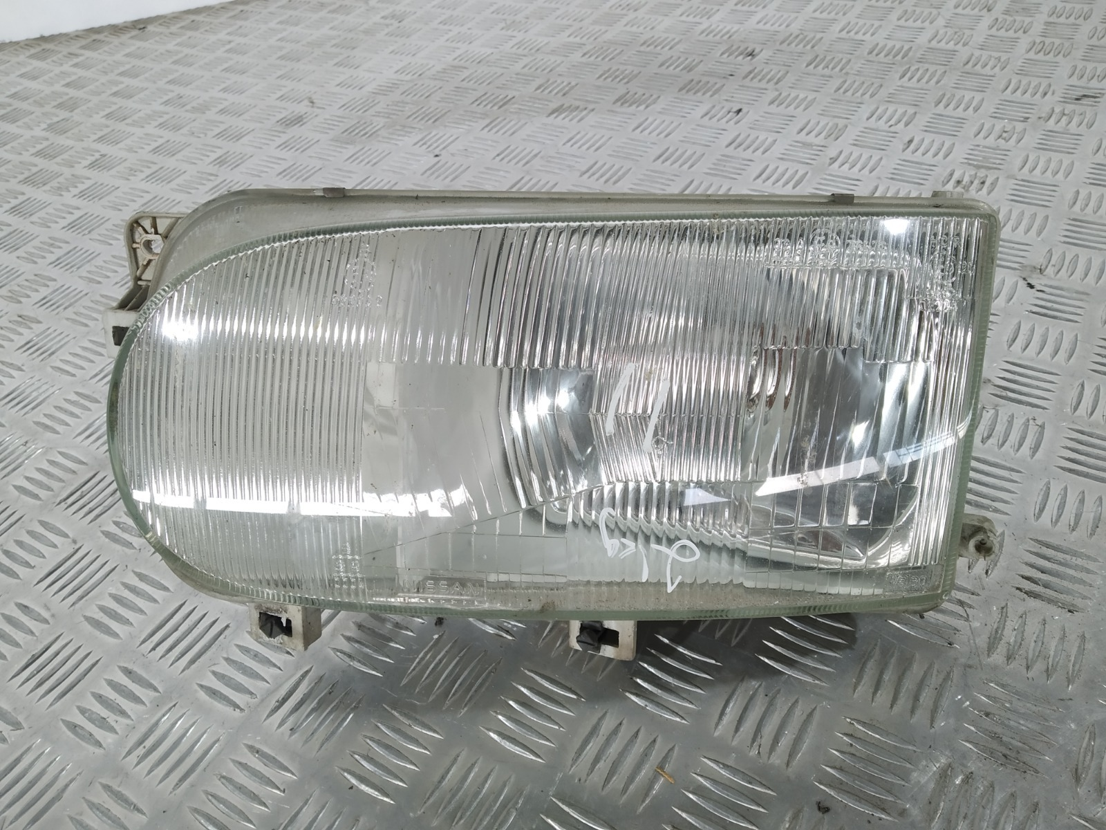 Фара левая Nissan Vanette C23 2.3 D 2001 (б/у)