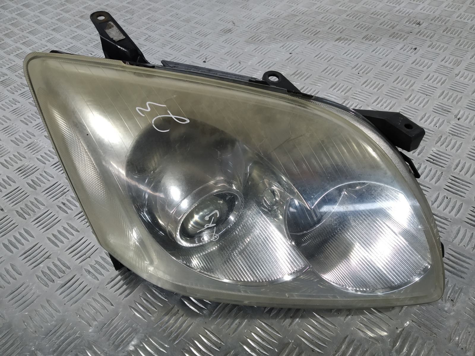 Фара правая Toyota Avensis 2.0 D-4D 2005 (б/у)