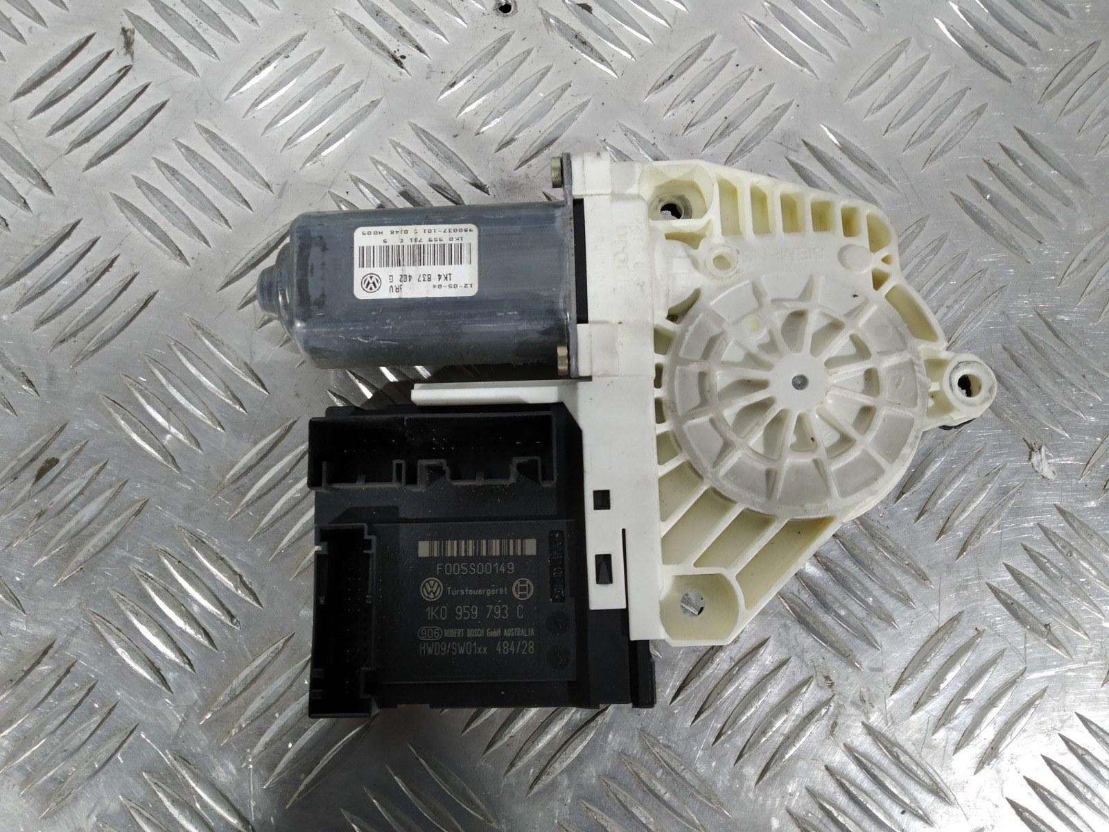 Моторчик стеклоподъемника передний правый Volkswagen Golf 5 1.6 FSI 2006 (б/у)