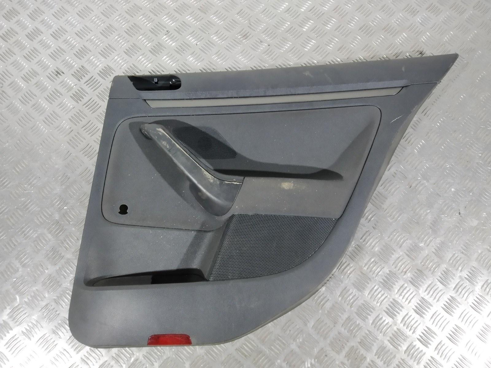 Обшивка двери задней правой (дверная карта) Volkswagen Golf 5 1.6 FSI 2006 (б/у)