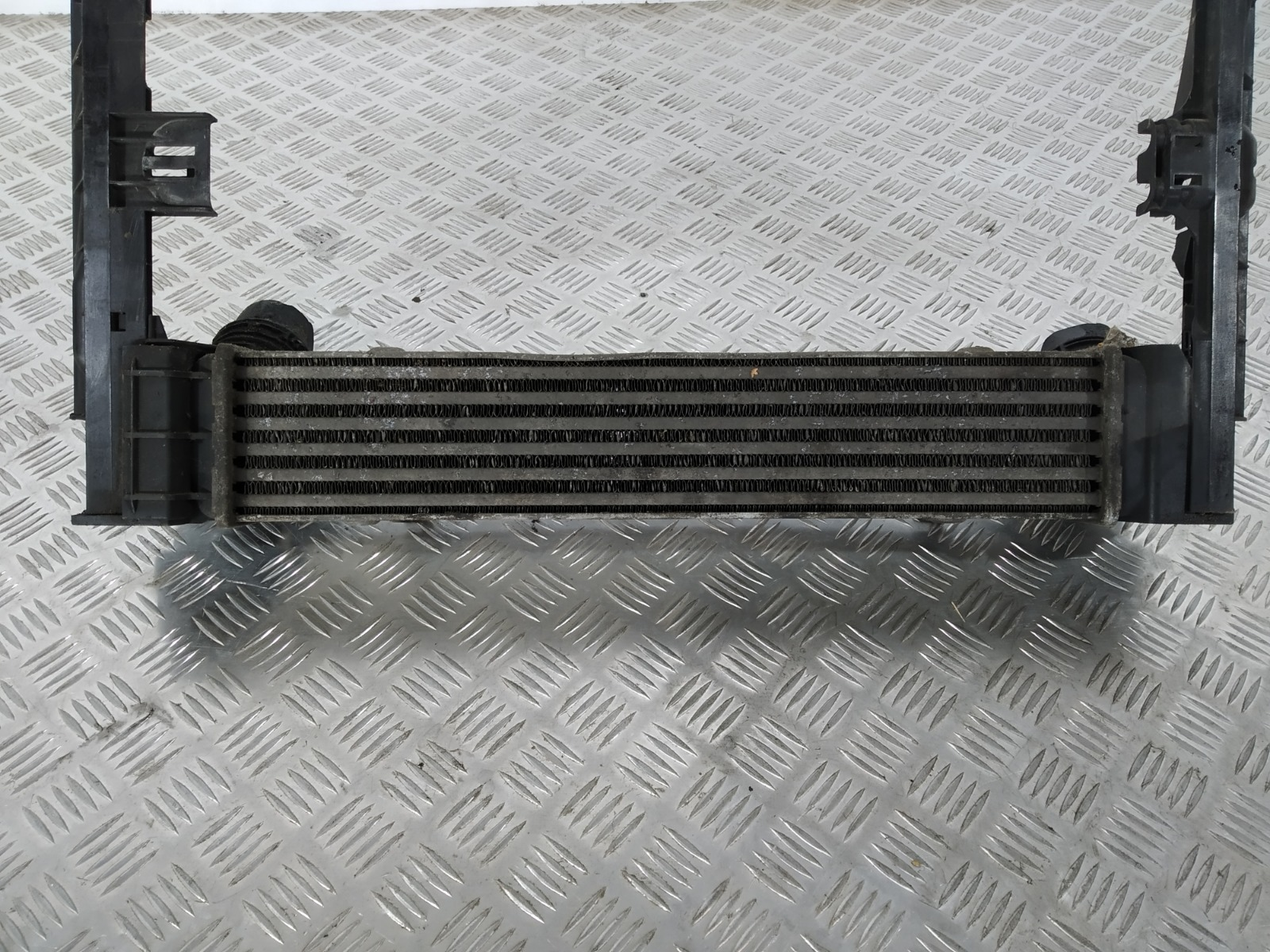 Интеркулер Bmw 1 E87 2.0 TD 2006 (б/у)