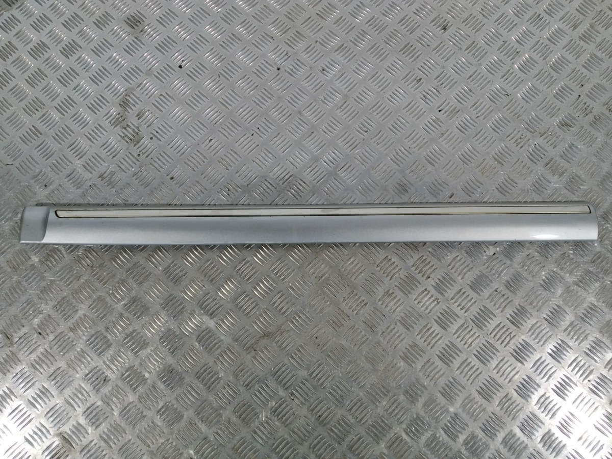 Молдинг двери передней левой Kia Carens 2.0 CRDI 2005 (б/у)