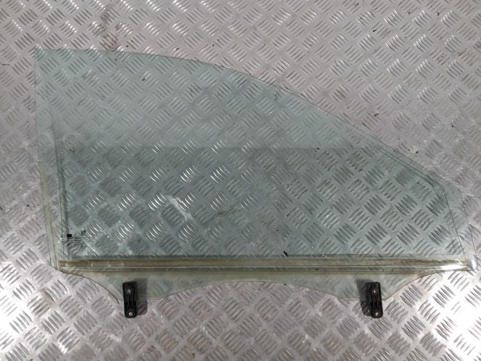 Стекло двери передней правой Kia Carens 2.0 CRDI 2005 (б/у)