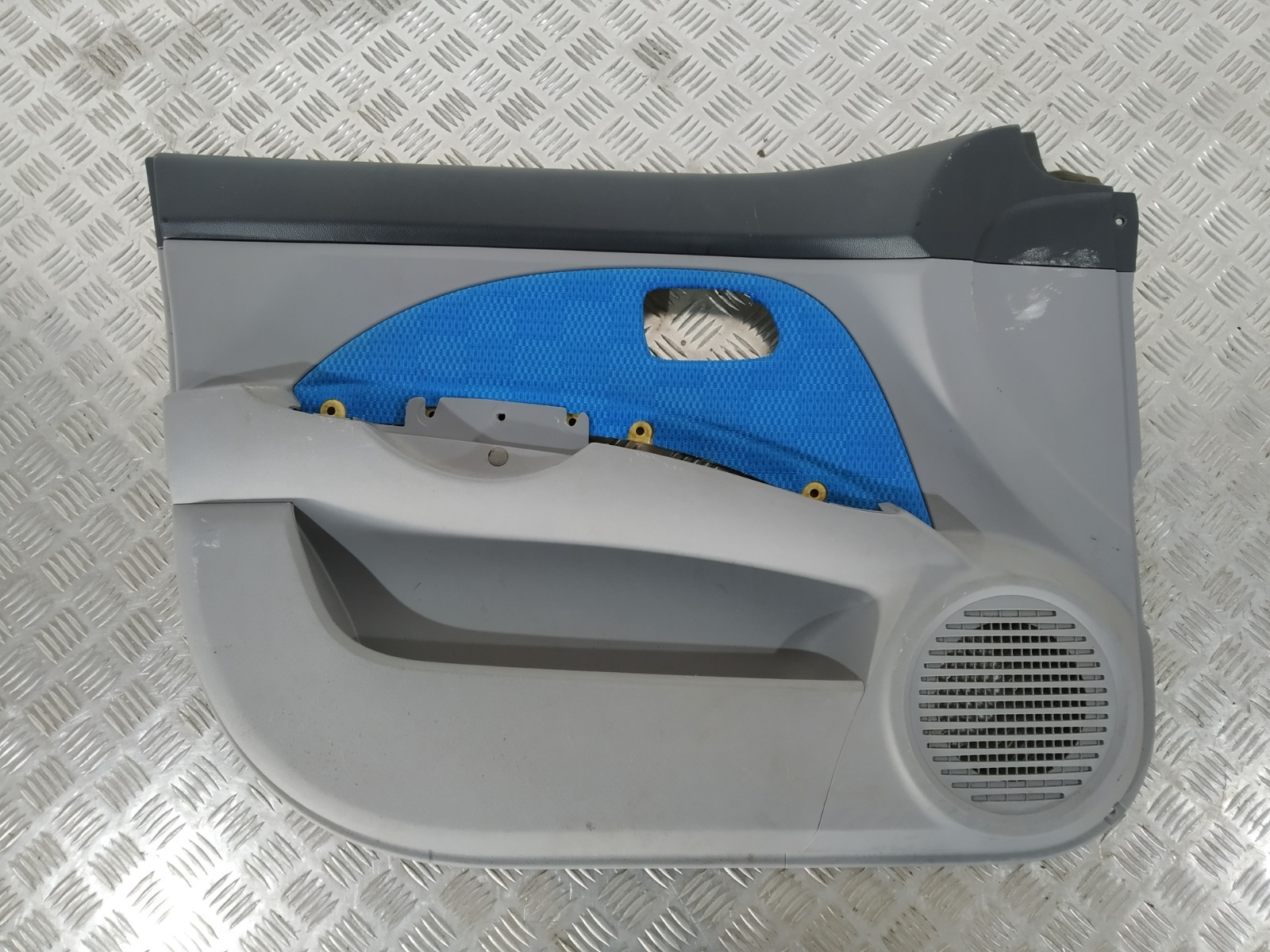 Обшивка двери передней левой (дверная карта) Kia Picanto 1.1 I 2004 (б/у)