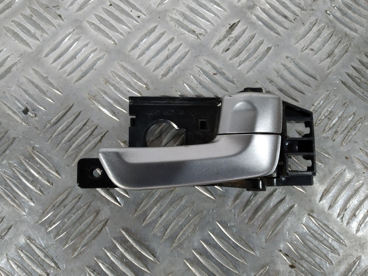 Ручка внутренняя передняя правая Kia Sportage 2.0 I 2007 (б/у)