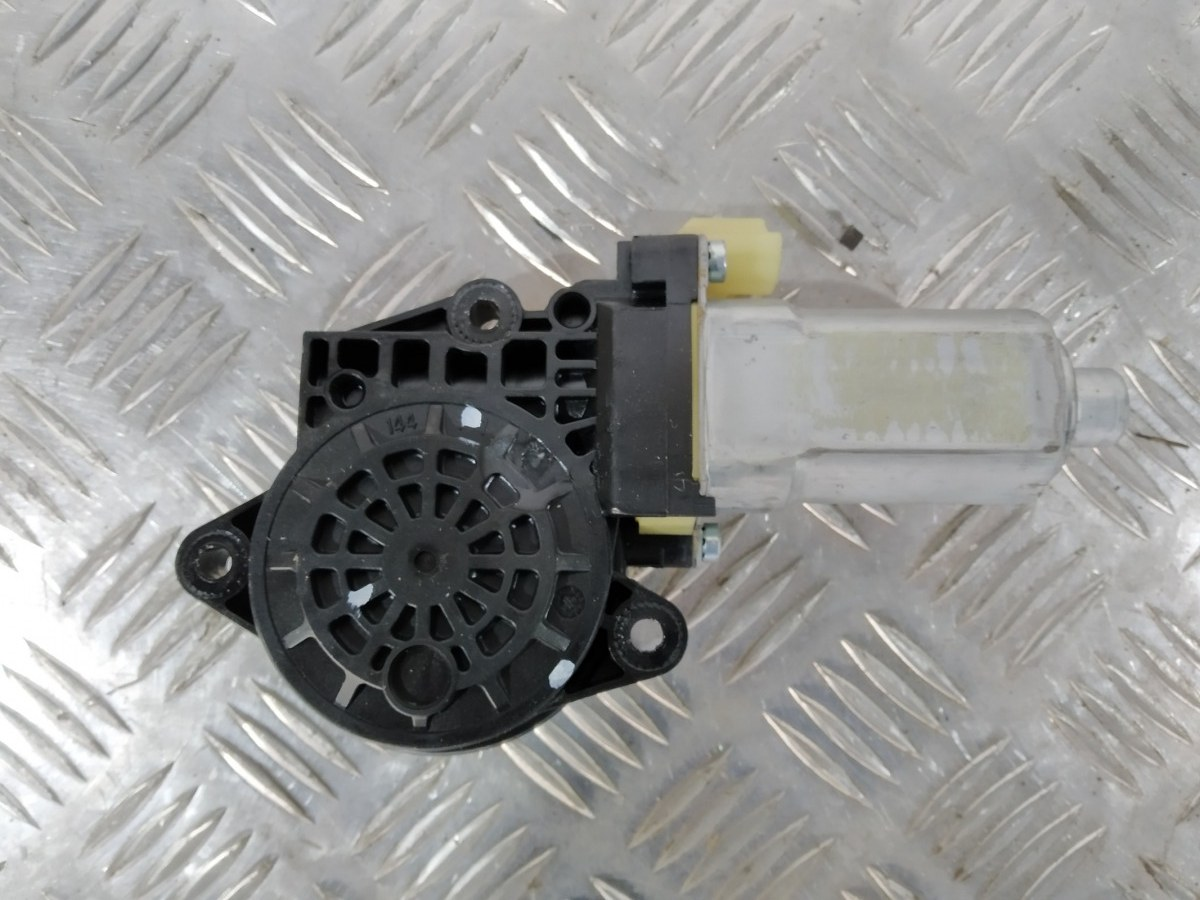 Моторчик стеклоподъемника передний правый Kia Sportage 2.0 I 2007 (б/у)