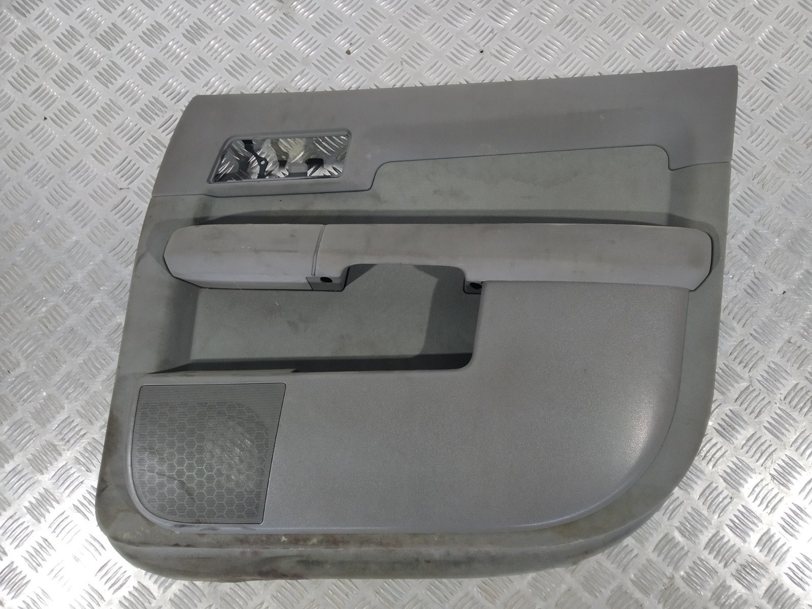 Обшивка двери передней правой (дверная карта) Audi A2 8Z 1.4 I 2000 (б/у)