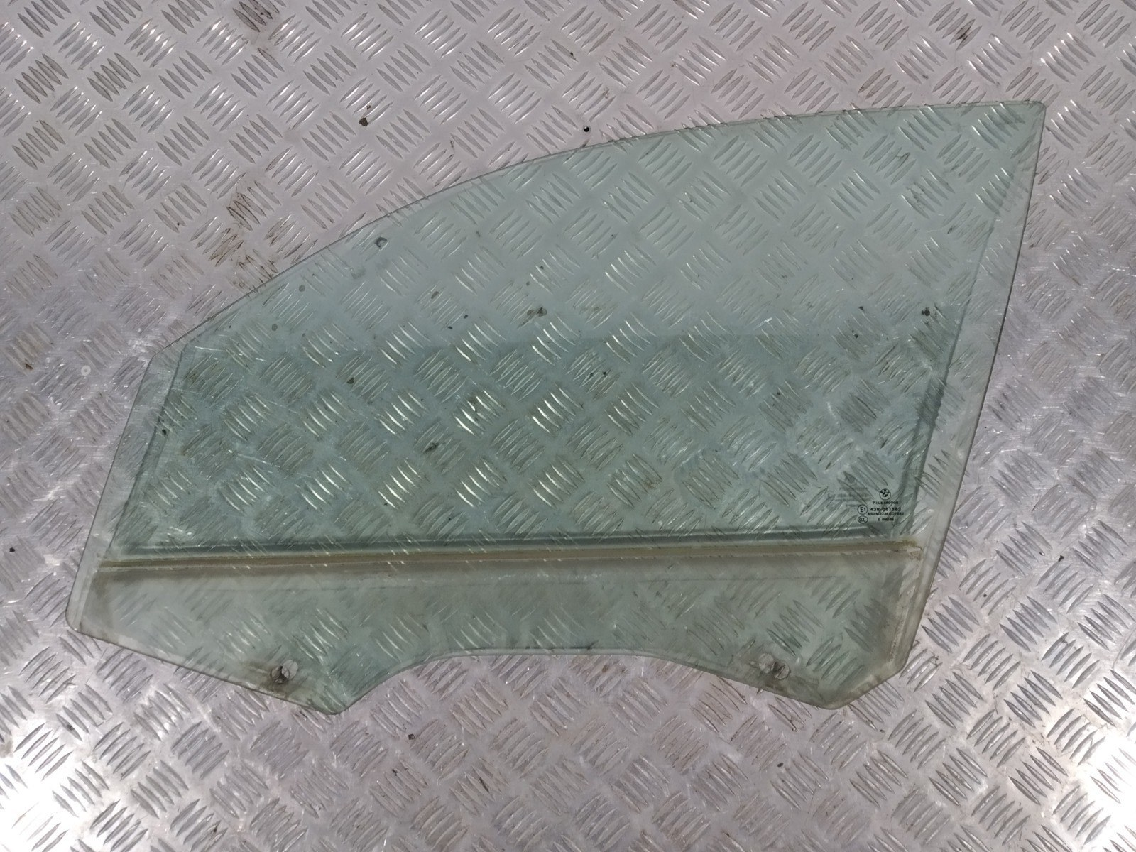 Стекло двери передней левой Bmw 1 E87 2.0 TD 2006 (б/у)