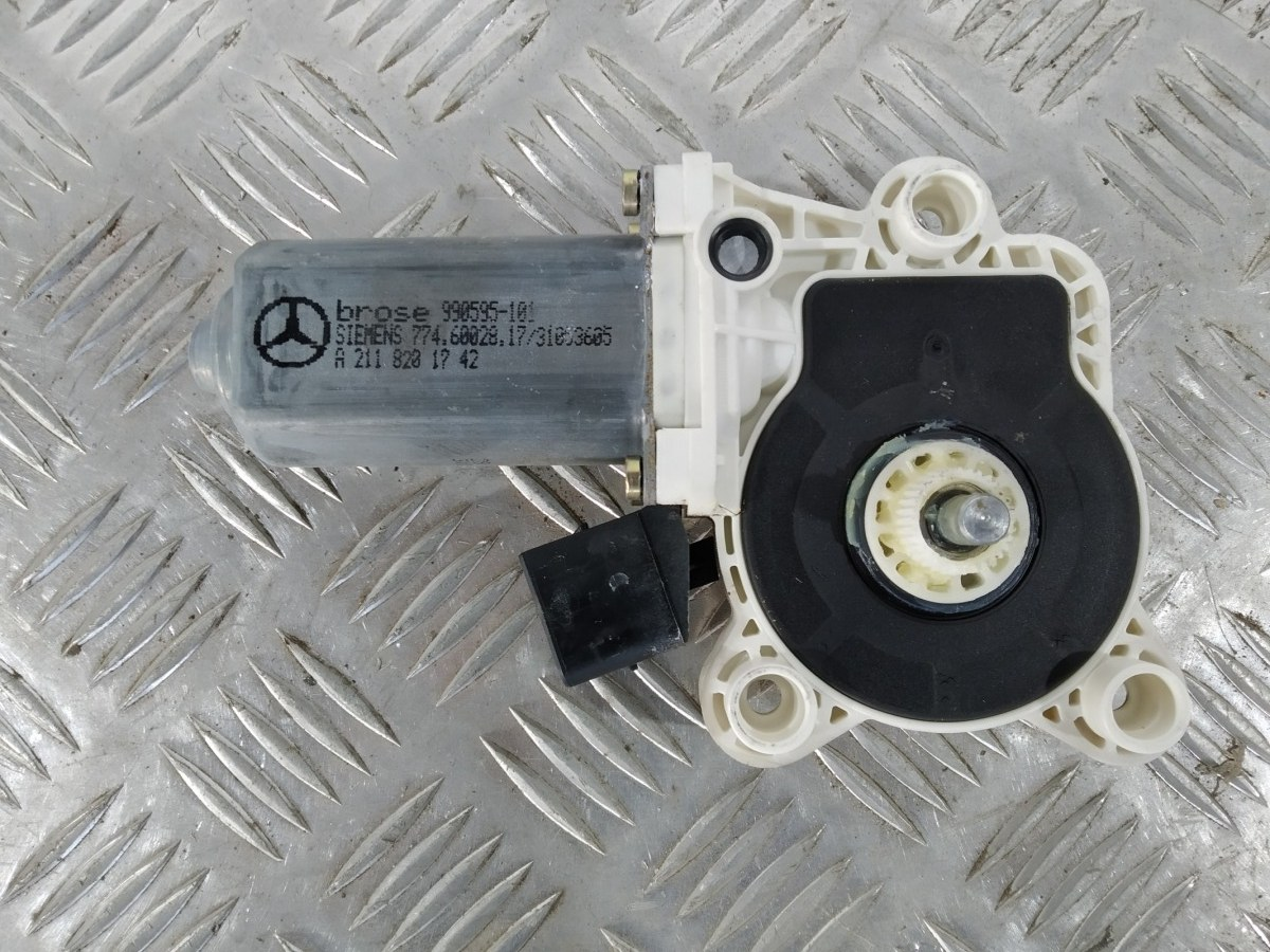 Моторчик стеклоподъемника передний правый Mercedes C W203 2.2 CDI 2004 (б/у)