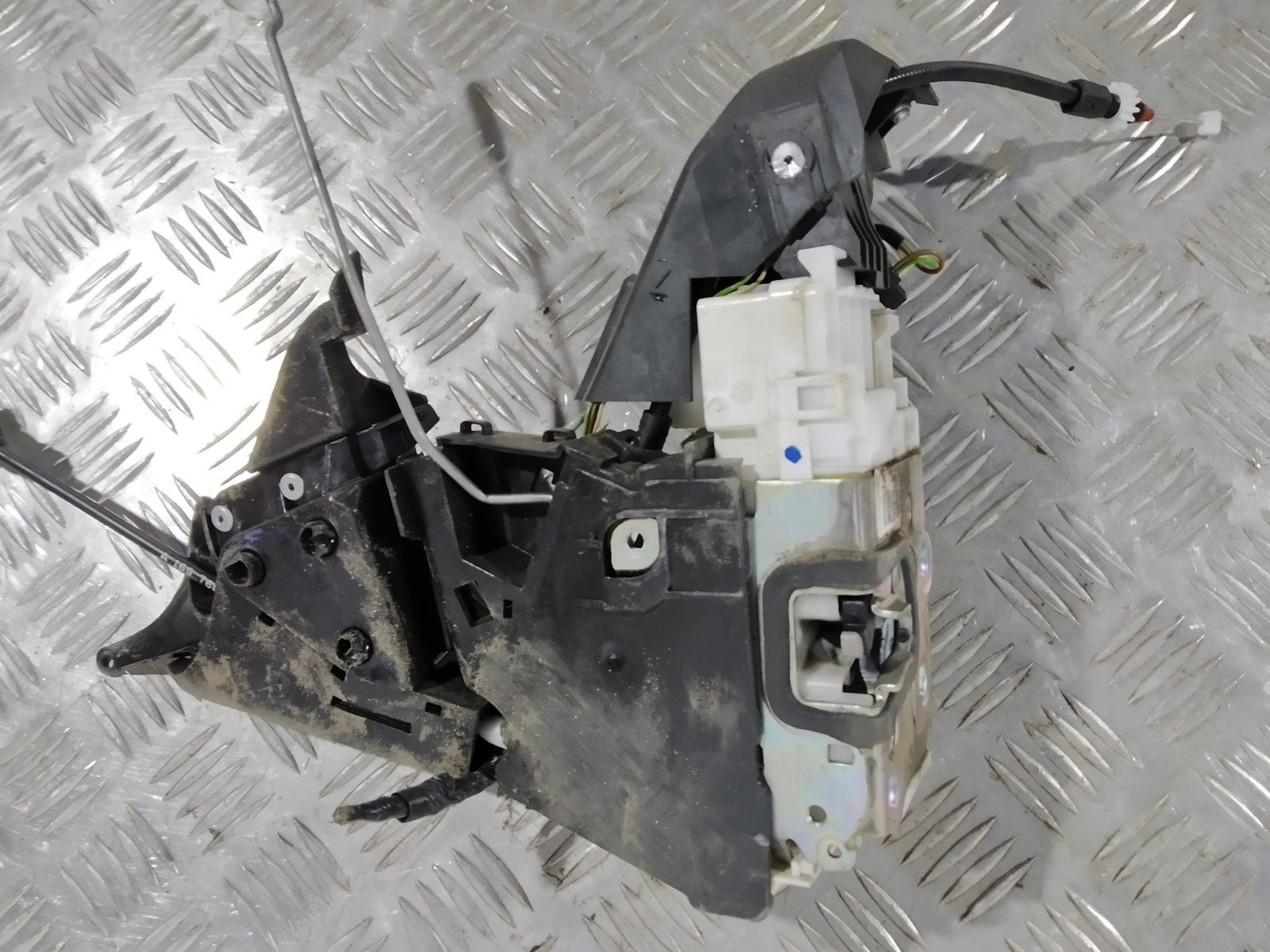 Замок двери передней правой Mercedes B W245 2.0 CDI 2008 (б/у)