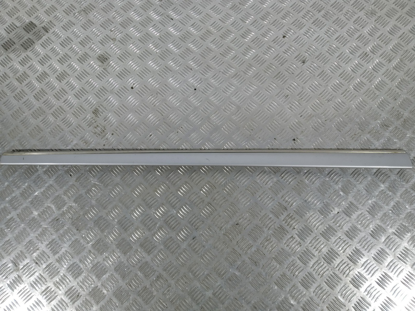 Молдинг двери передней левой Mercedes S W220 3.7 I 2003 (б/у)