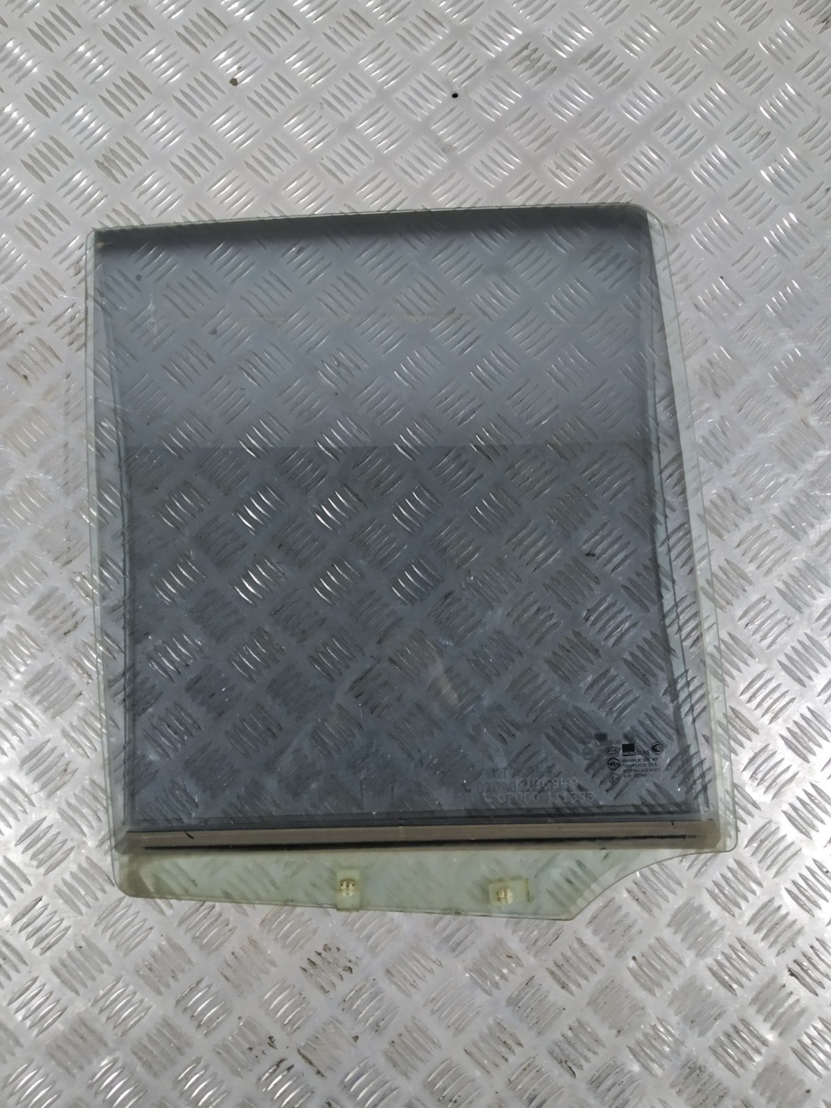 Стекло двери задней правой Kia Sportage 2.0 I 2003 (б/у)