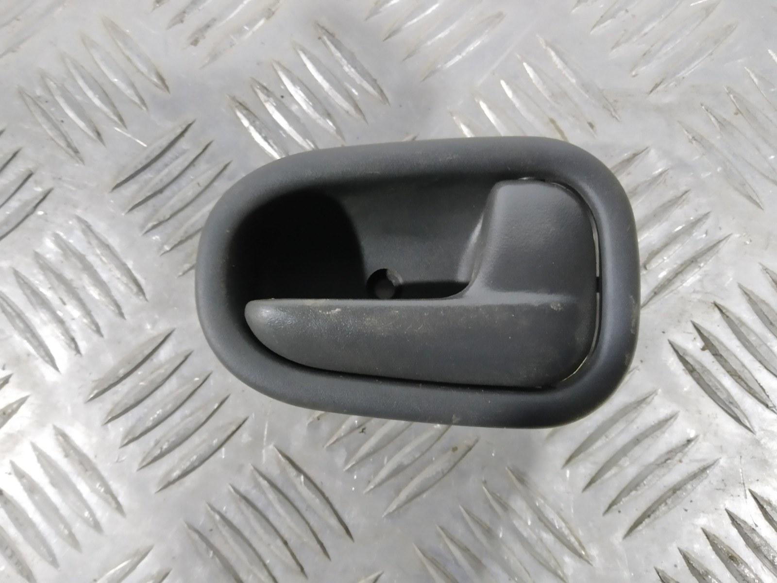 Ручка внутренняя задняя правая Kia Sportage 2.0 I 2003 (б/у)