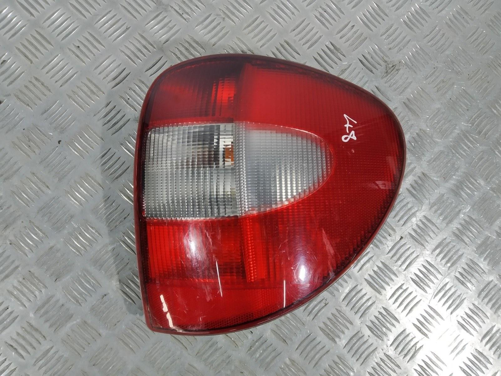 Фонарь задний правый Chrysler Grand Voyager 2.5 CRDI 2003 (б/у)