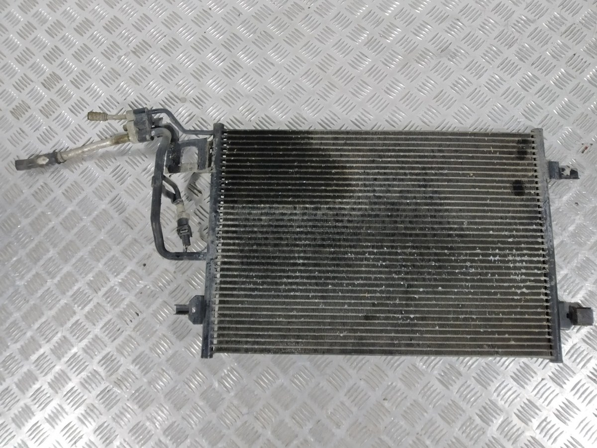 Радиатор кондиционера Volkswagen Passat B5 2.3 I 2001 (б/у)