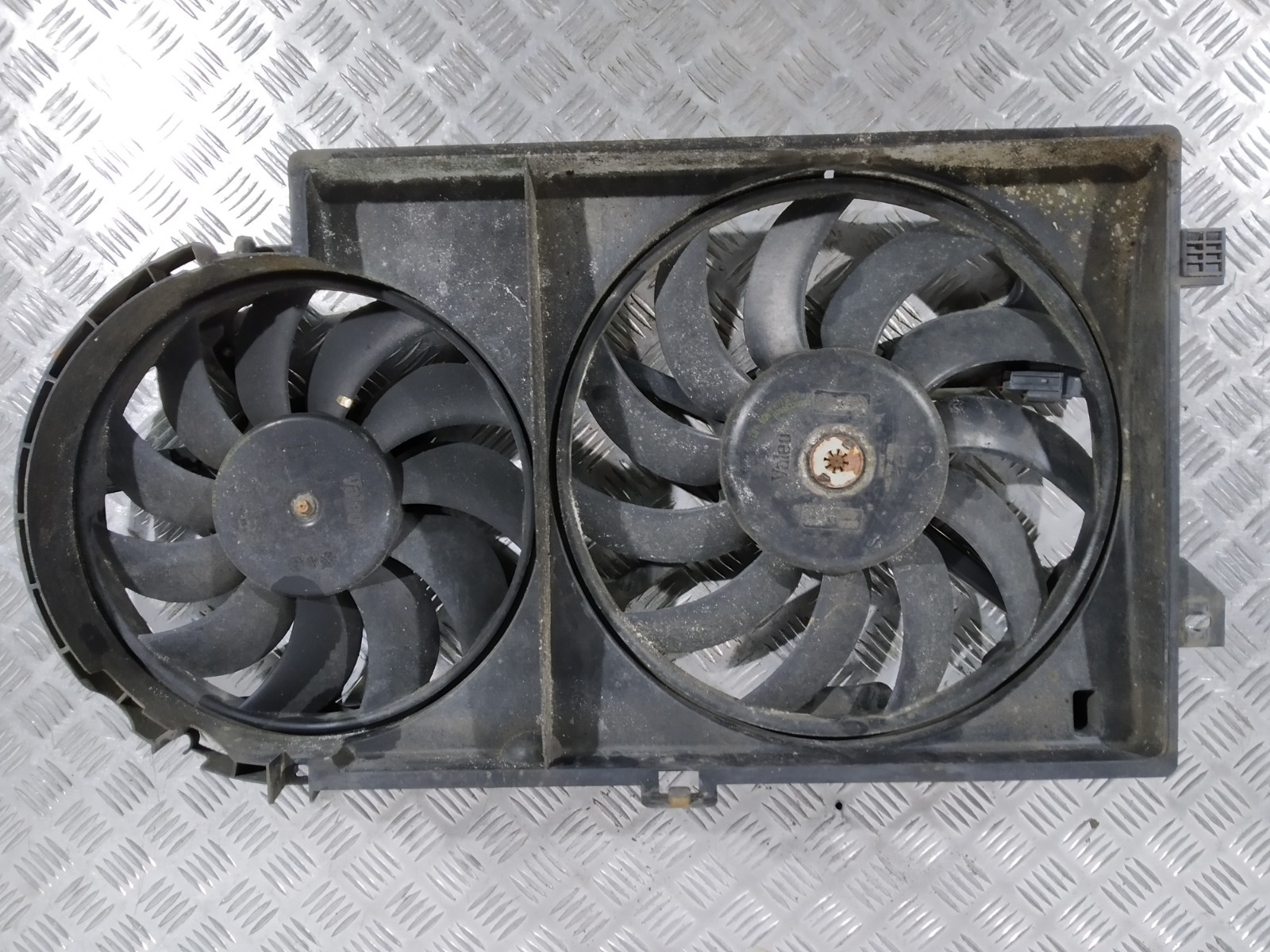 Вентилятор радиатора Chrysler Grand Voyager 2.5 CRDI 2003 (б/у)