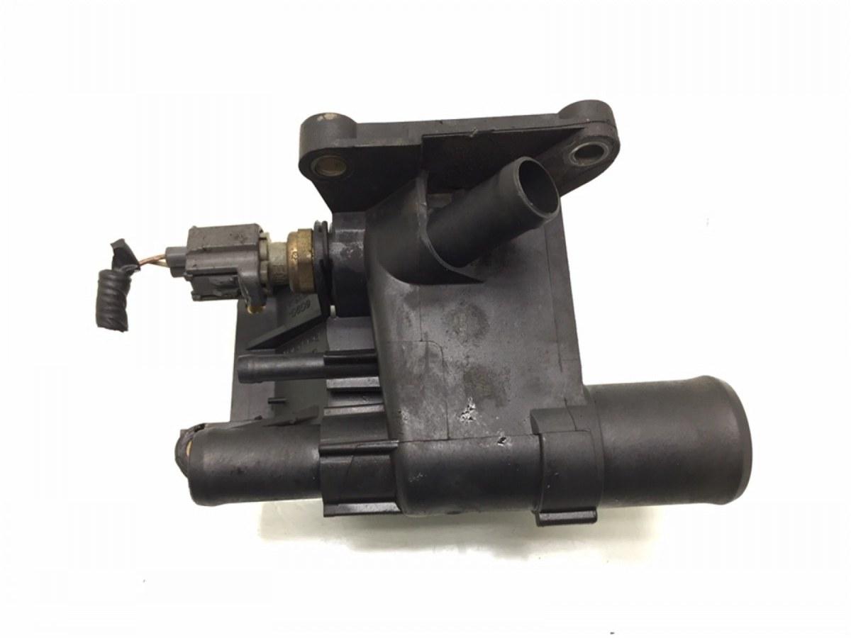 Фланец (тройник) системы охлаждения Ford Focus 1.8 I 2008 (б/у)