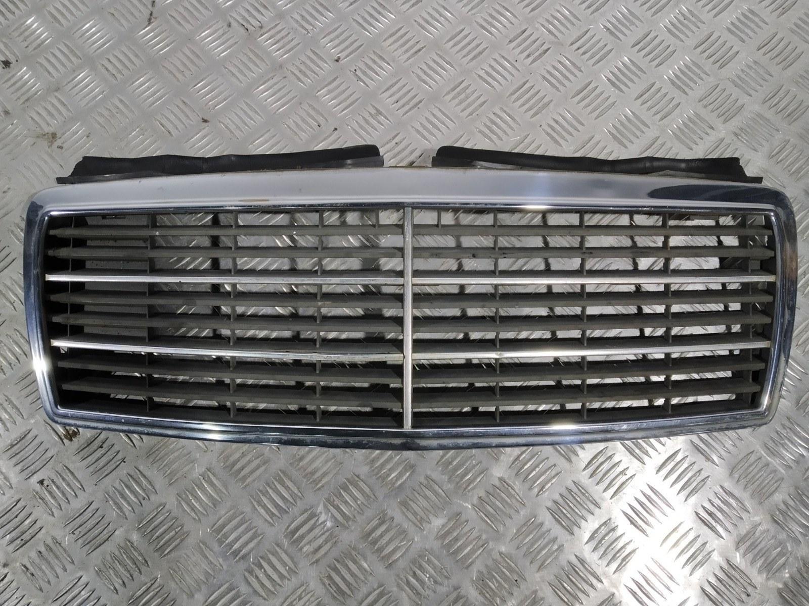 Решетка радиатора Mercedes C W202 2.0 I 2000 (б/у)