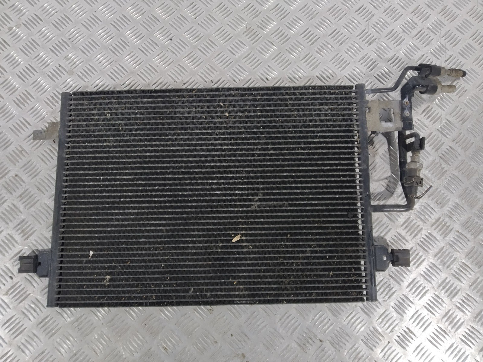 Радиатор кондиционера Volkswagen Passat B5 2.0 I 2001 (б/у)