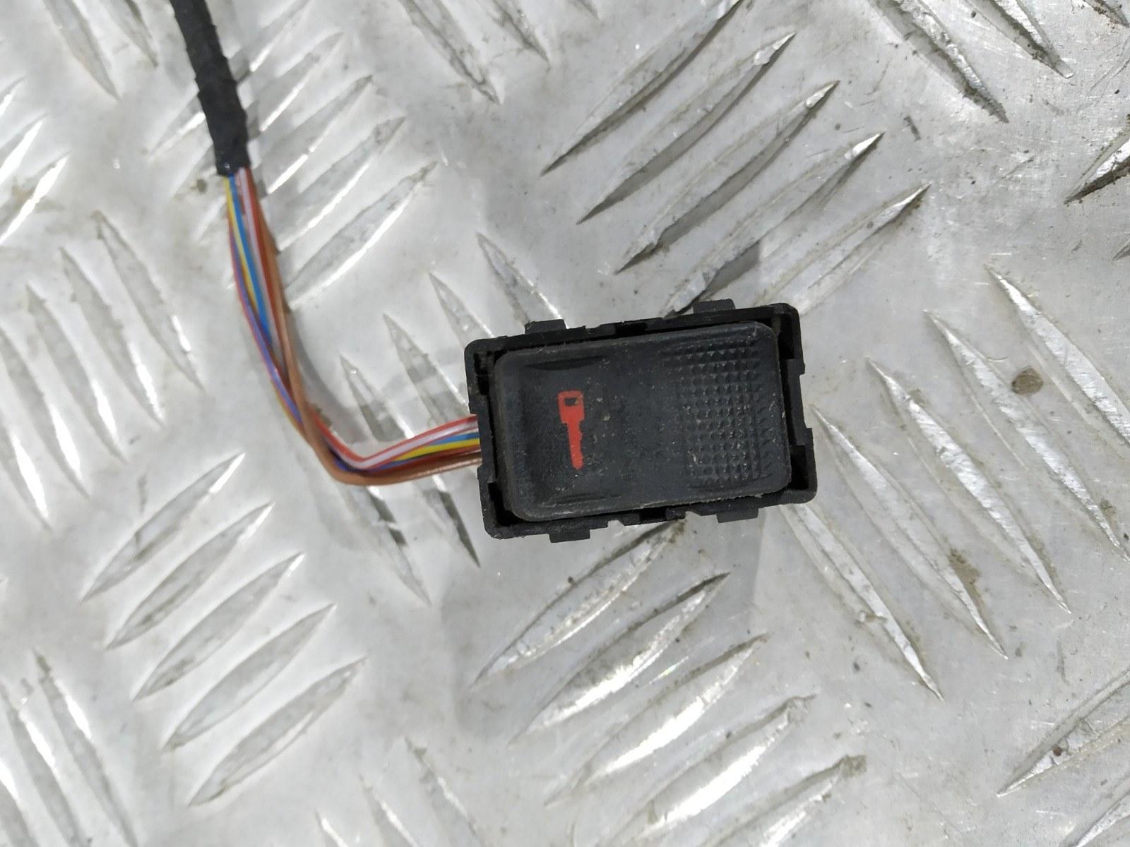 Кнопка центрального замка Audi A3 8L 1.8 I 2003 (б/у)