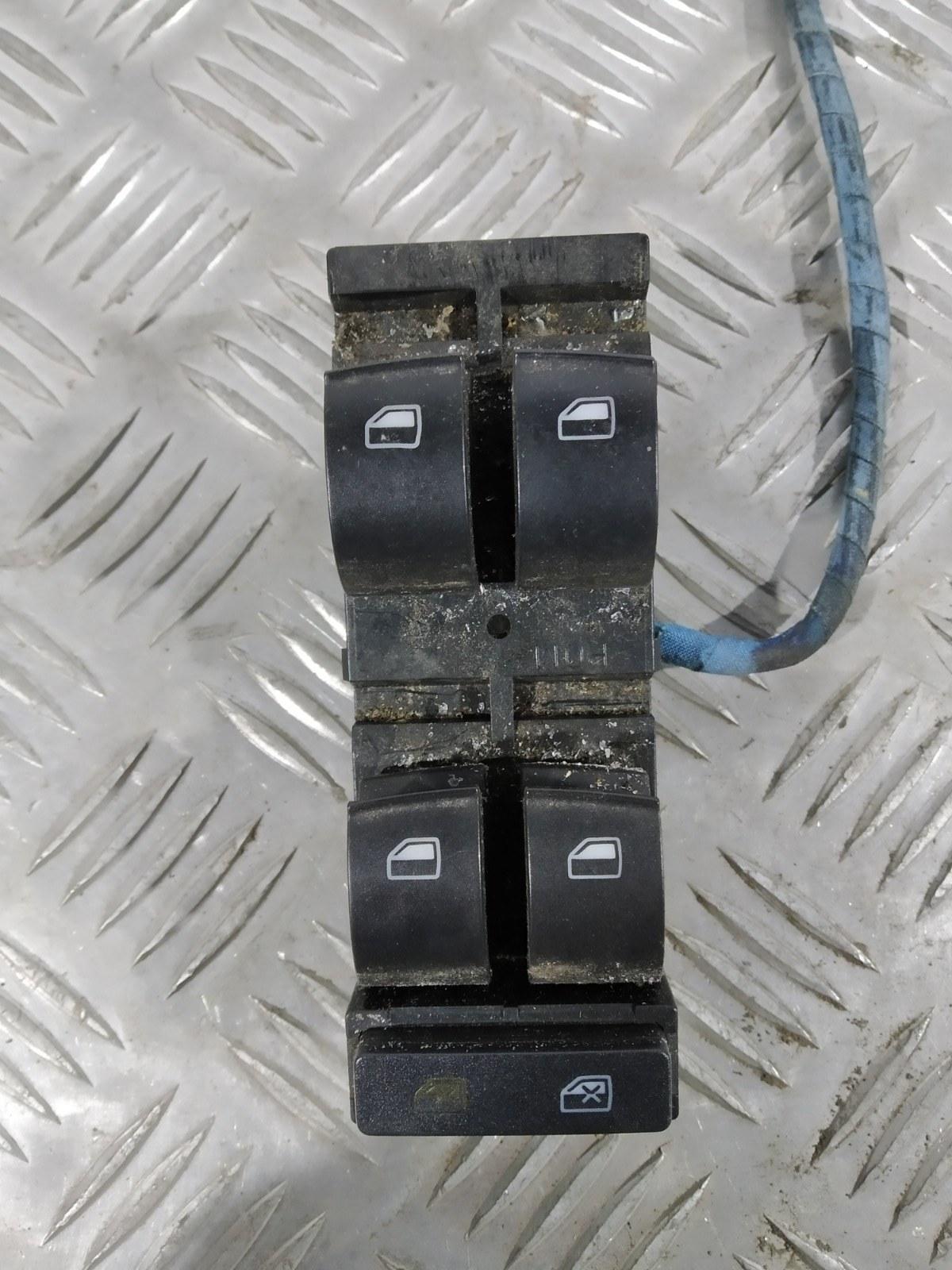 Кнопка стеклоподъемника Audi A3 8L 1.8 I 2003 (б/у)