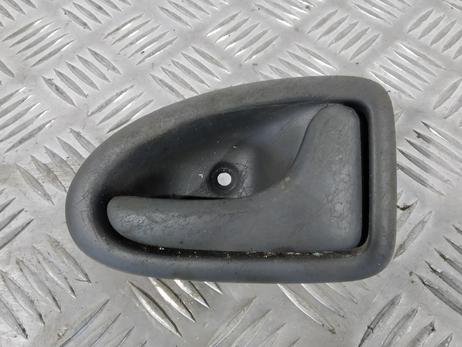 Ручка внутренняя передняя правая Renault Scenic 1.6 I 2001 (б/у)