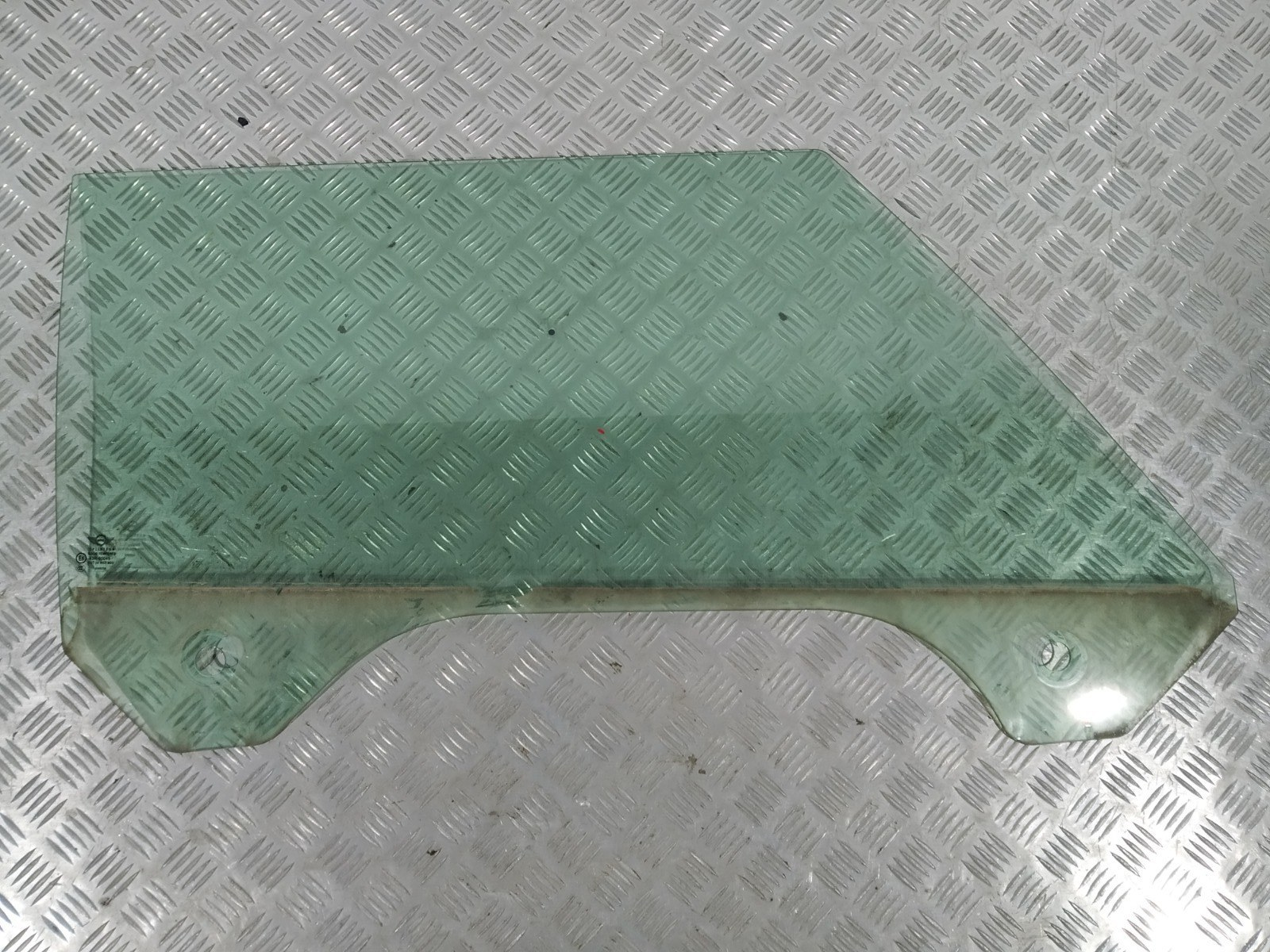 Стекло двери передней правой Mini Cooper R50 1.6 I 2004 (б/у)