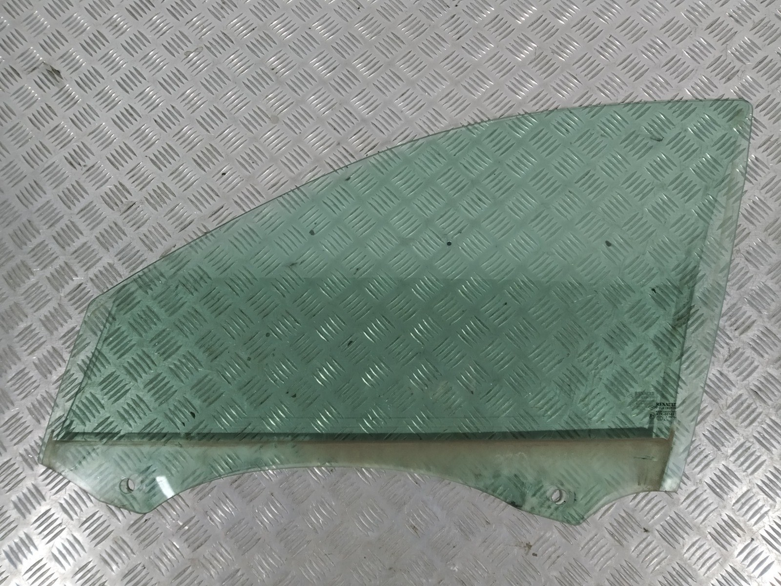 Стекло двери передней левой Renault Laguna 1.9 DCI 2005 (б/у)