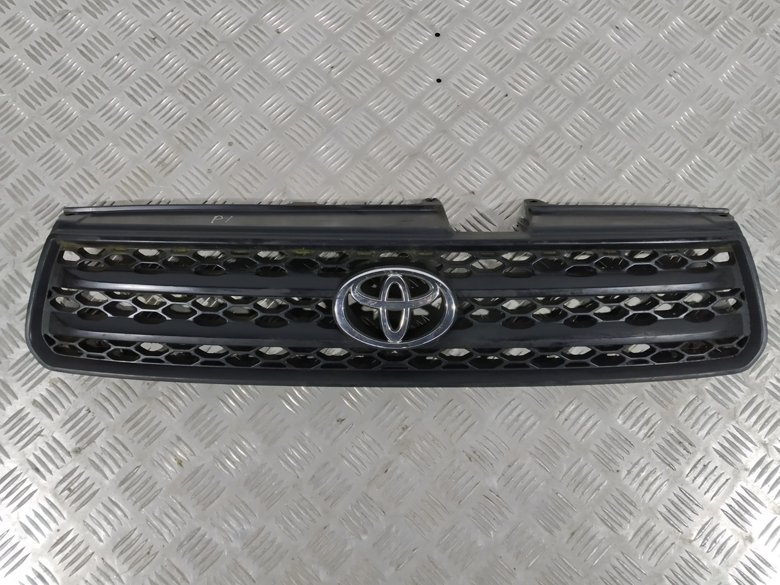 Решетка радиатора Toyota Rav4 2.0 I 2000 (б/у)