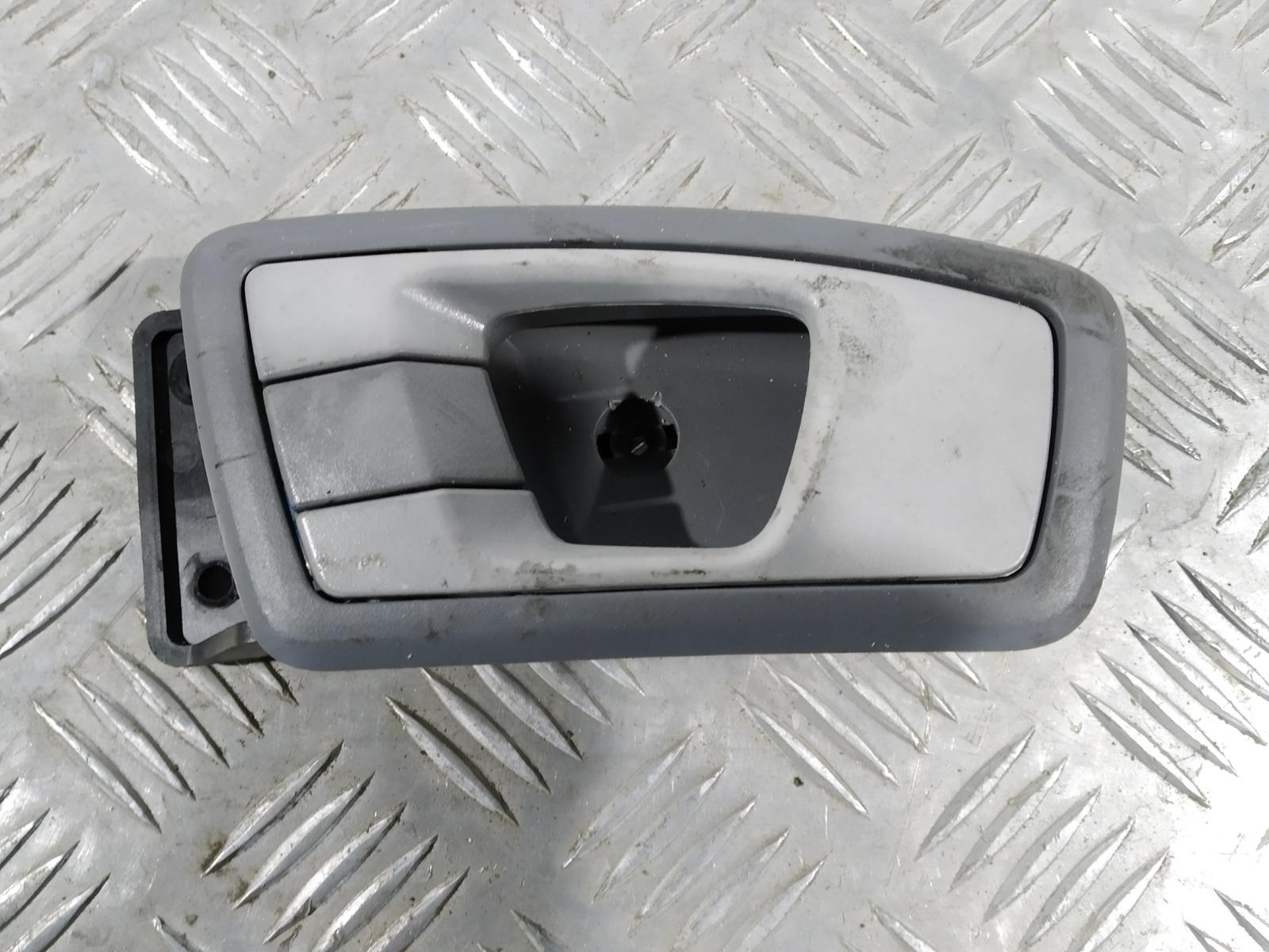 Ручка внутренняя задняя левая Kia Carens 2.0 CRDI 2005 (б/у)