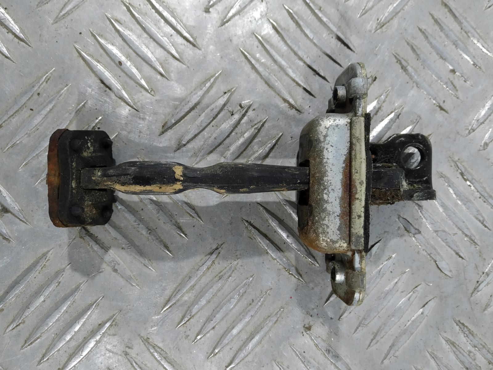 Ограничитель открывания двери Kia Carens 2.0 CRDI 2005 (б/у)