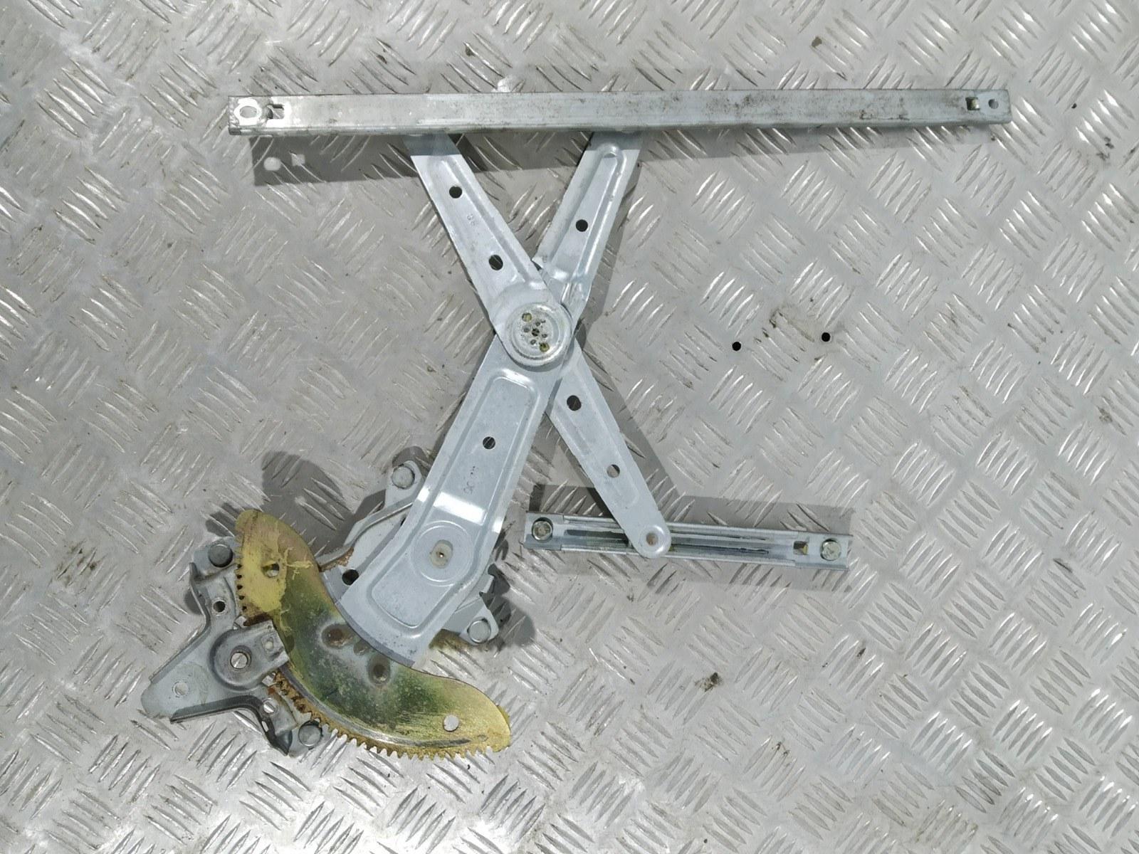 Стеклоподъемник электрический задний левый Kia Carens 2.0 CRDI 2005 (б/у)