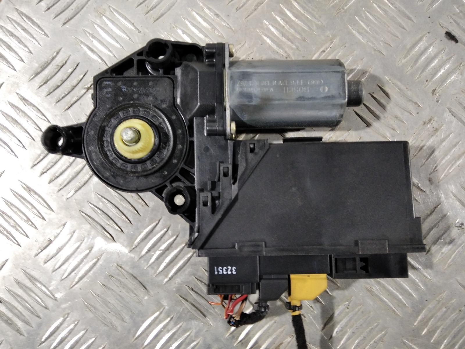 Моторчик стеклоподъемника задний левый Audi A4 B6 1.9 TDI 2003 (б/у)