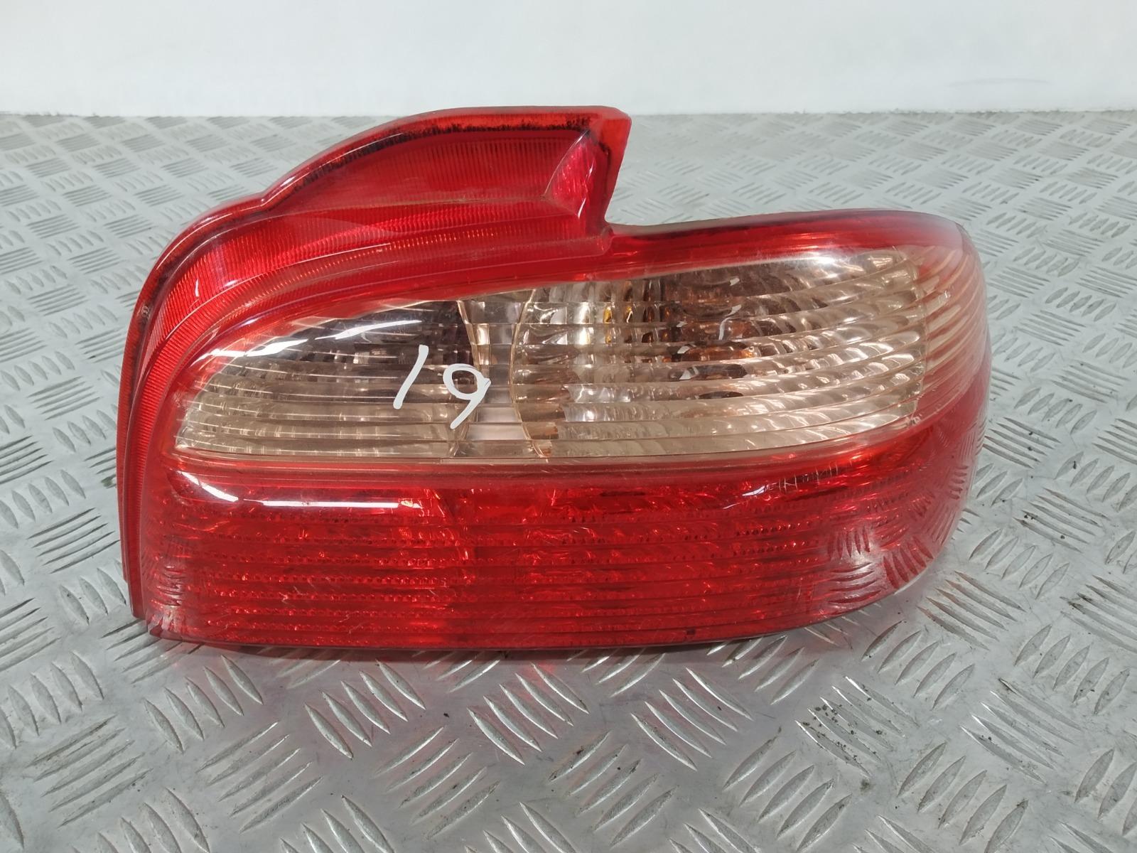 Фонарь задний правый Toyota Avensis 1.8 I 2001 (б/у)