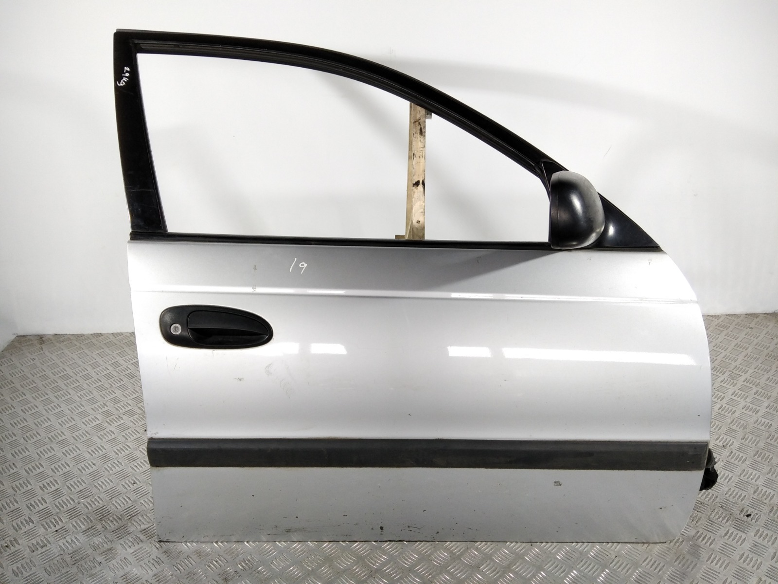 Дверь передняя правая Toyota Avensis 1.8 I 2001 (б/у)