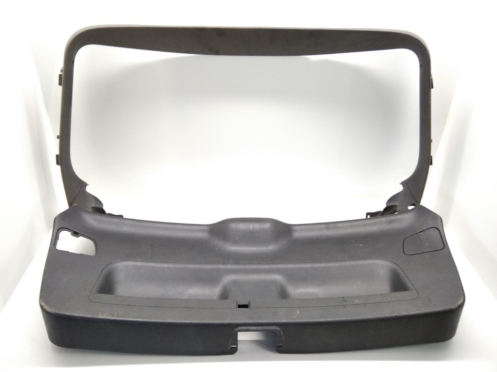 Обшивка крышки багажника Audi A3 8P 1.6 I 2006 (б/у)