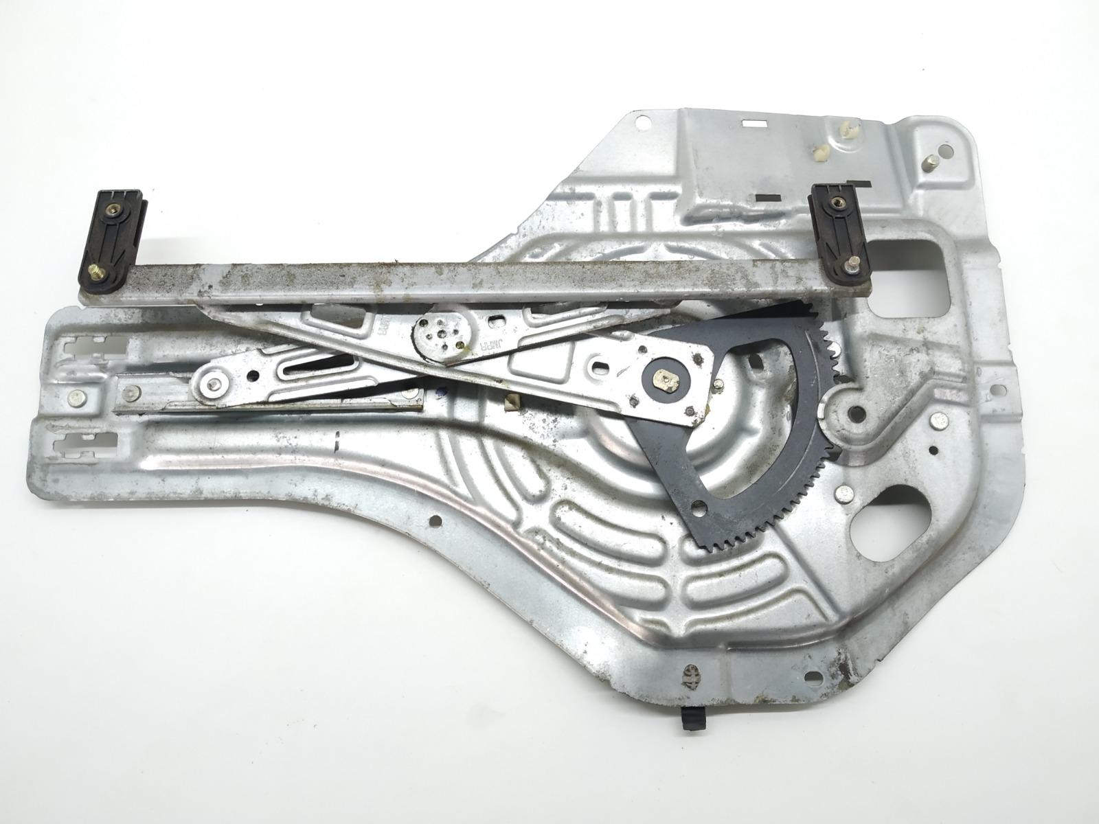 Стеклоподъемник электрический задний правый Hyundai Tucson 2.0 CRDI 2005 (б/у)