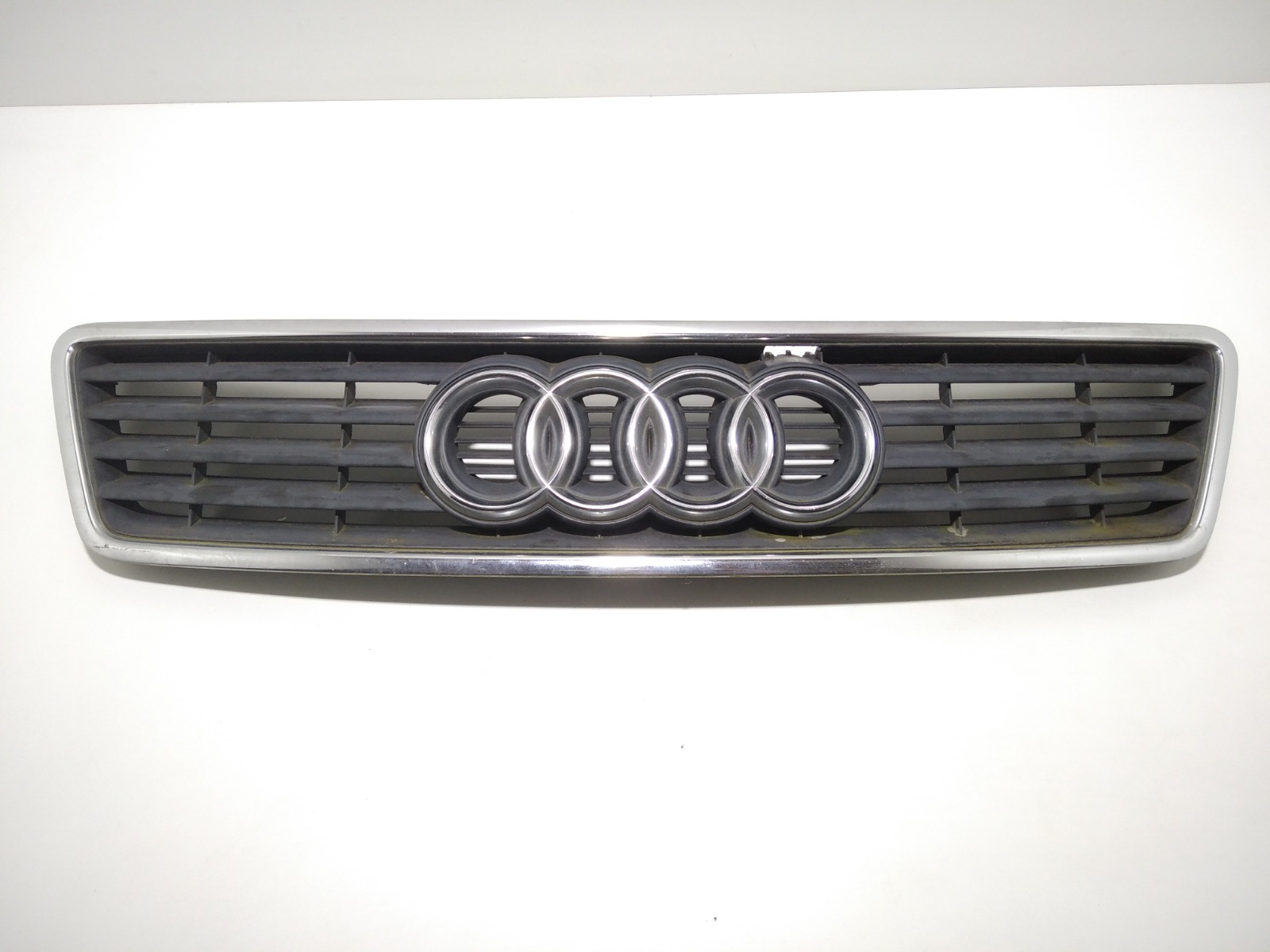 Решетка радиатора Audi A6 C5 1.8 TI 1998 (б/у)