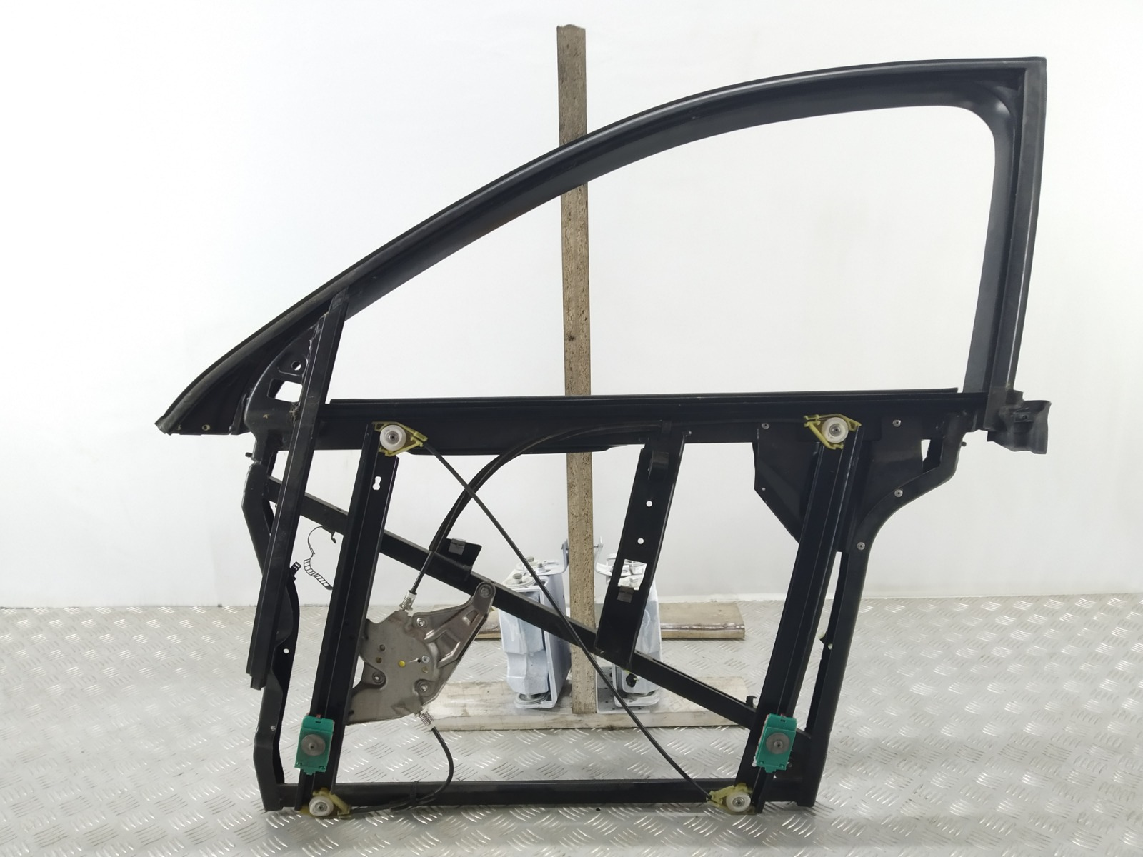 Стеклоподъемник электрический передний левый Audi A6 C5 2.4 I 2000 (б/у)