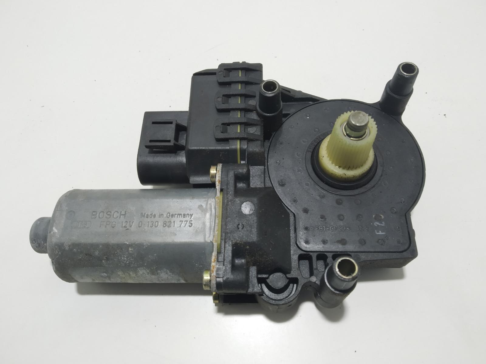 Моторчик стеклоподъемника передний левый Audi A6 C5 2.4 I 2000 (б/у)