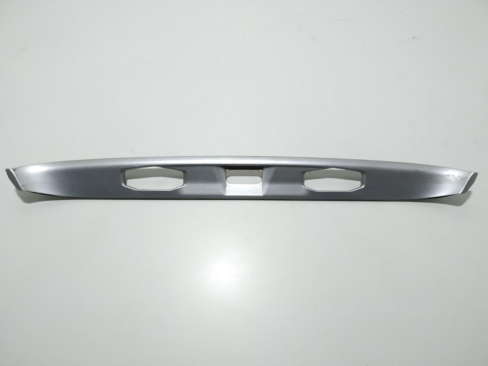 Накладка подсветки номера Honda Accord 2.4 I 2003 (б/у)