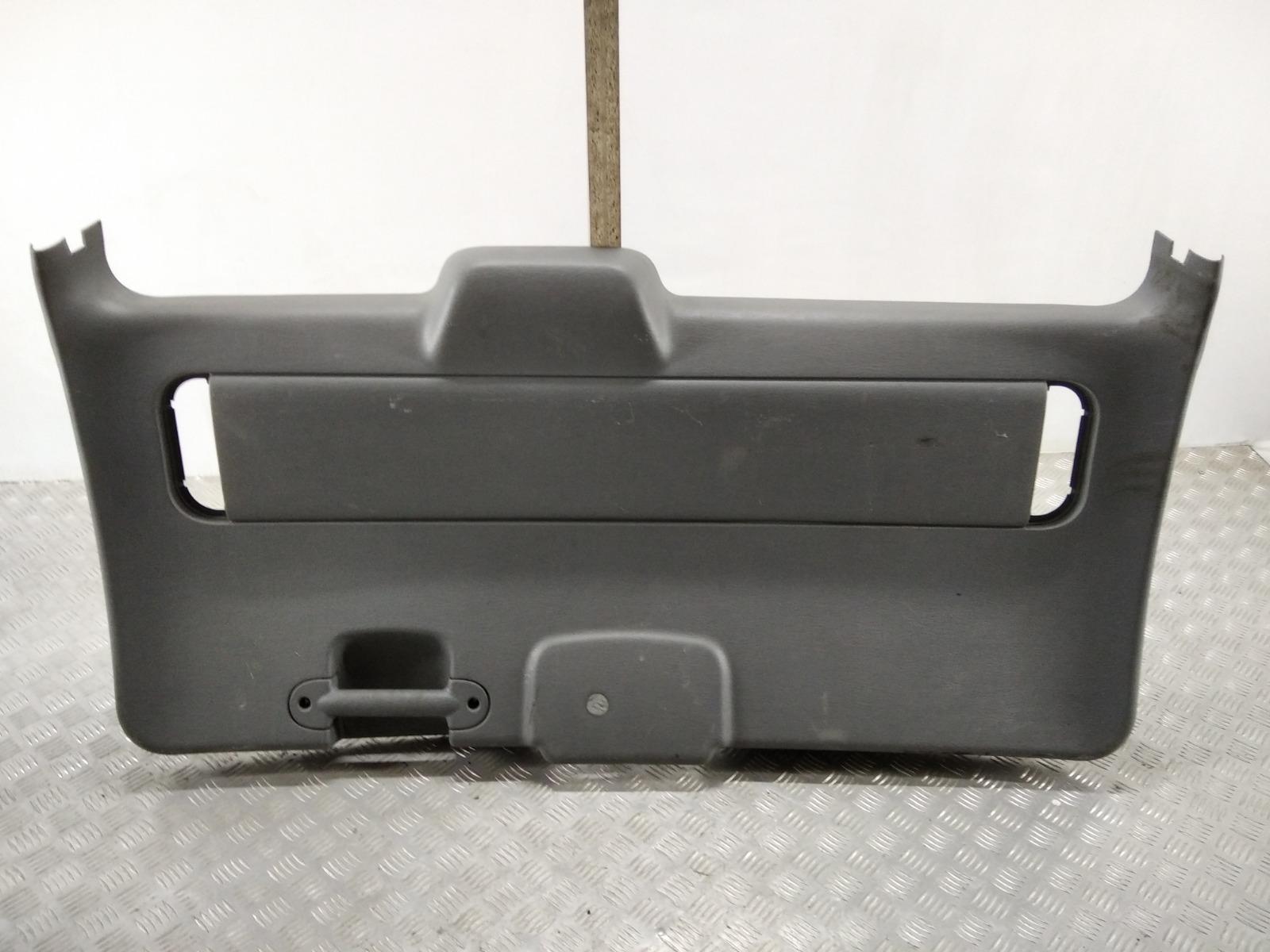 Обшивка крышки багажника Chrysler Voyager 2.8 CRDI 2006 (б/у)