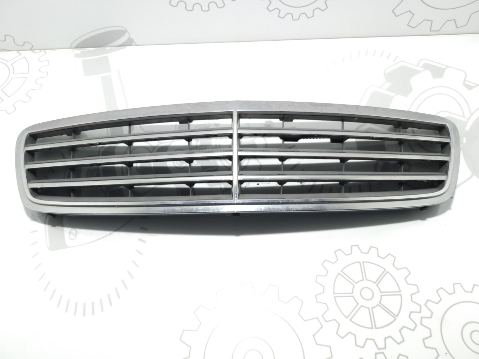 Решетка радиатора Mercedes C W203 2.2 CDI 2006 (б/у)