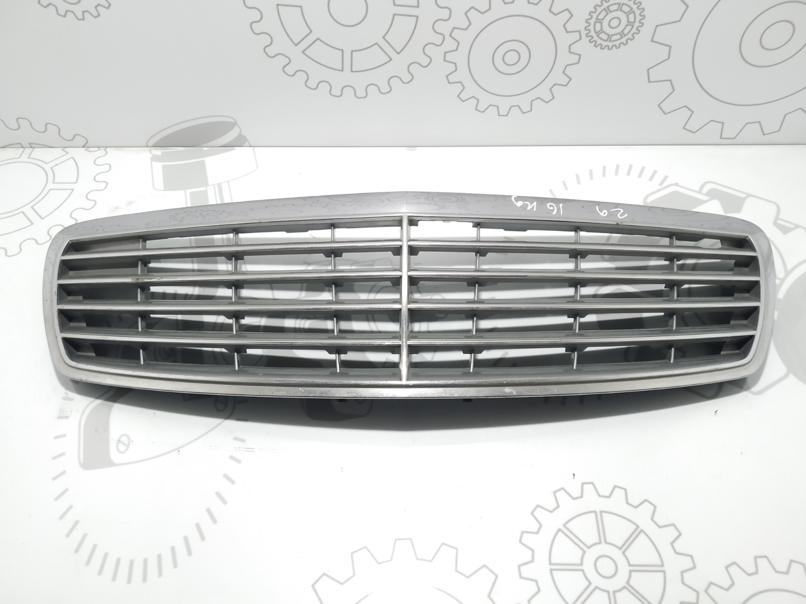 Решетка радиатора Mercedes E W211 2.2 CDI 2002 (б/у)