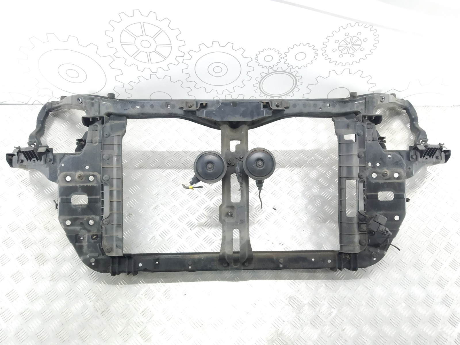 Передняя панель крепления облицовки (телевизор) Kia Carens 2.0 CRDI 2006 (б/у)
