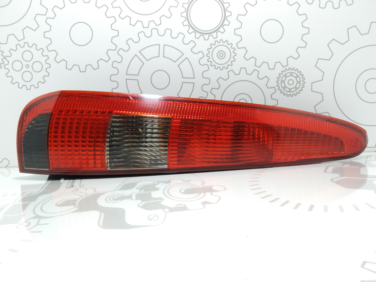 Фонарь задний левый Ford Fusion 1.4 I 2004 (б/у)