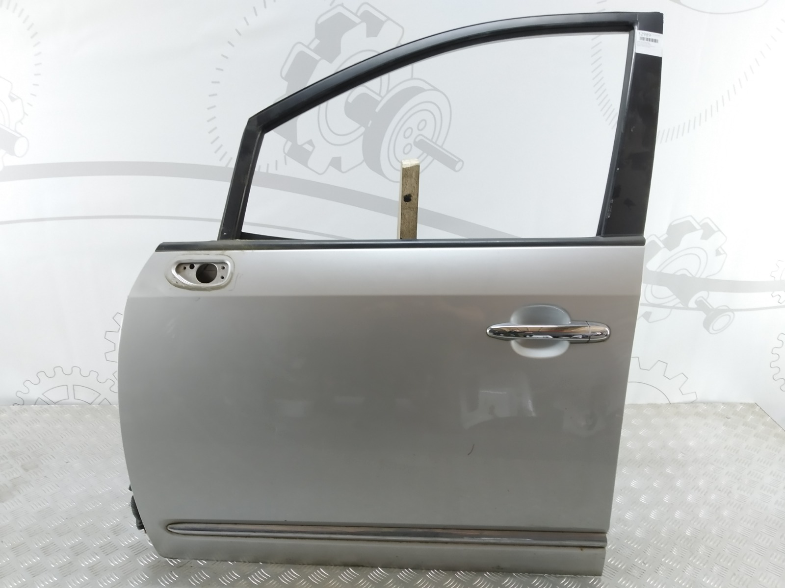Дверь передняя левая Kia Carens 2.0 CRDI 2006 (б/у)