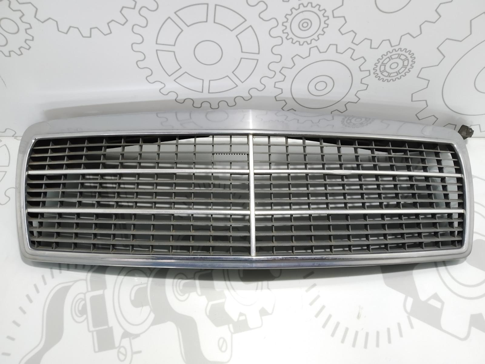Решетка радиатора Mercedes E W210 2.4 I 1998 (б/у)