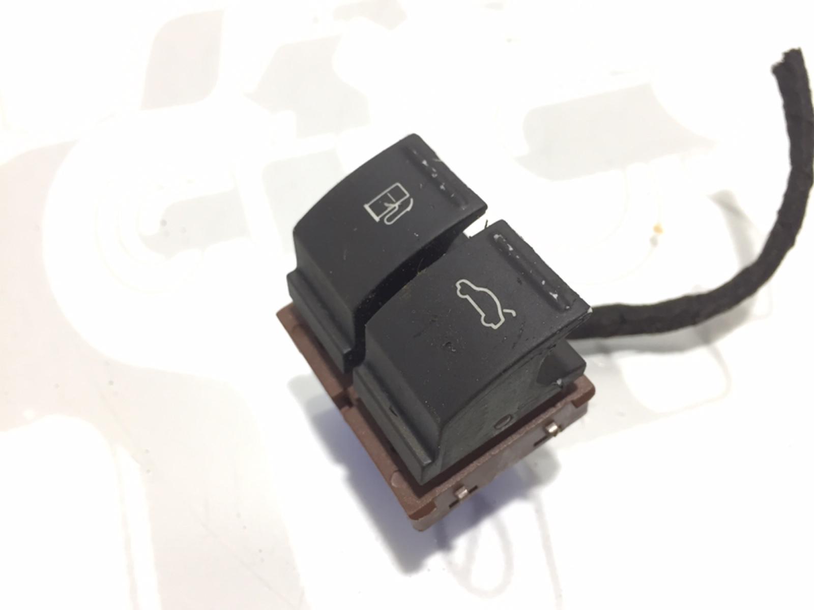 Кнопка открытия багажника Volkswagen Passat B6 2.0 TDI 2006 (б/у)